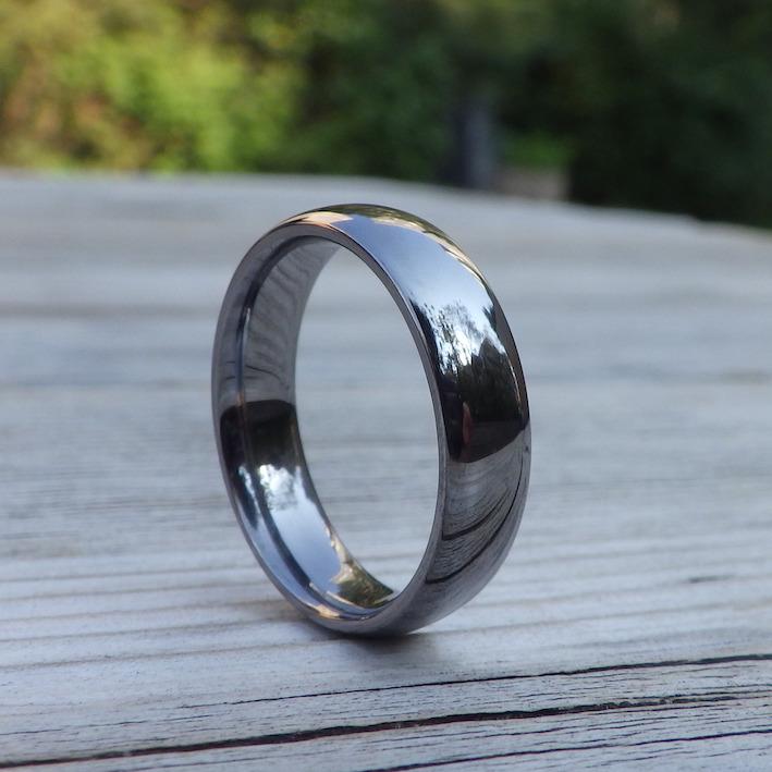 素材にこだわりと情熱を注いだ結婚指輪