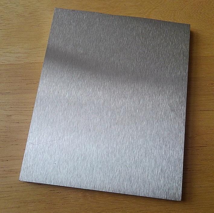 金属アレルギーの原因になる金属と、金属アレルギーの原因にならない金属