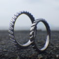 互いが噛み合う歯車をデザインに・タンタルの結婚指輪