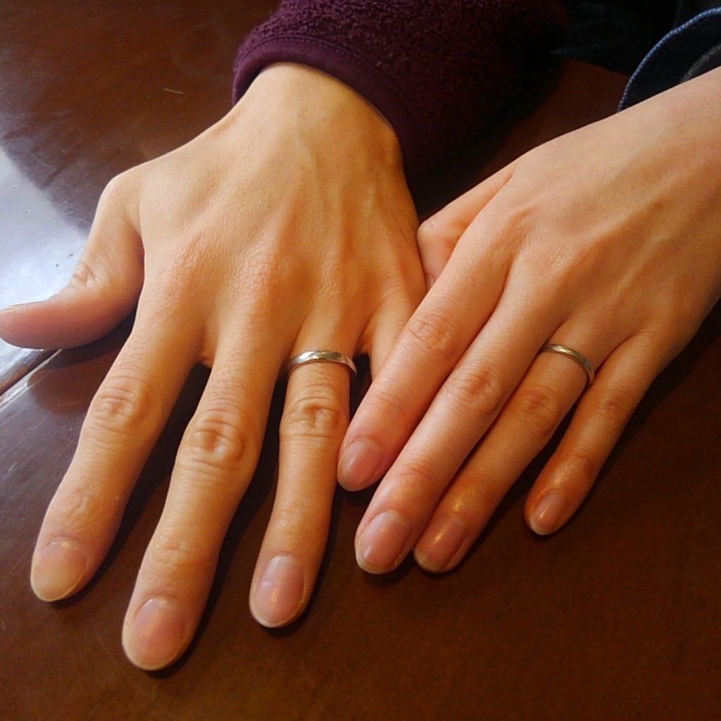 綾目ヘアライン仕上げのイリジウムの結婚指輪