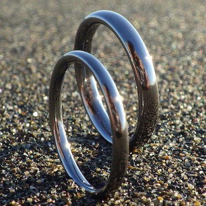混ざり物のない純タンタルだけで制作!究極にシンプルな結婚指輪