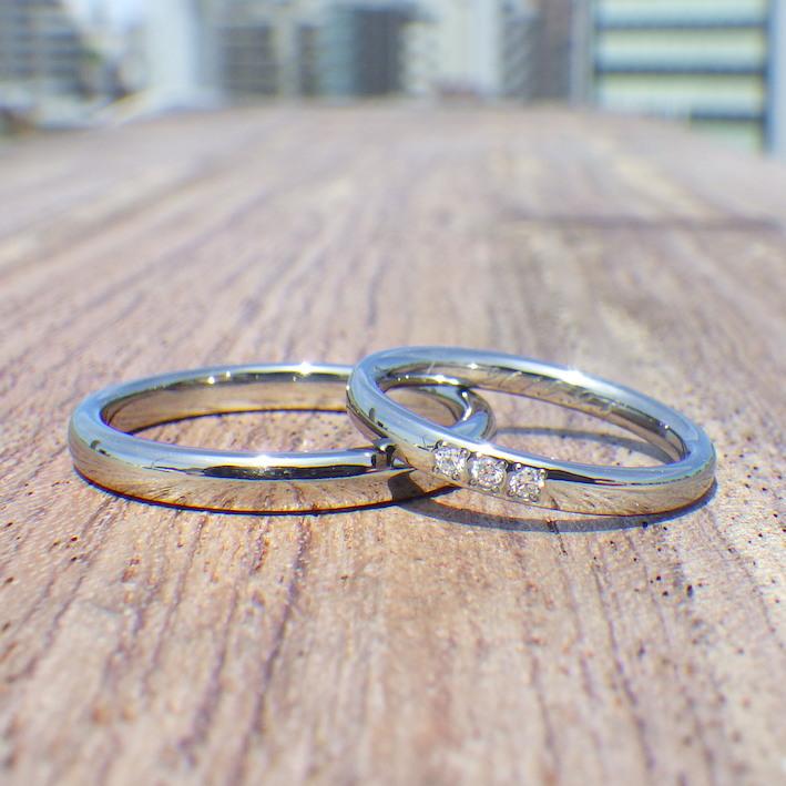 さりげない指輪にダイヤモンドのまばゆい存在感・ハフニウムの結婚指輪