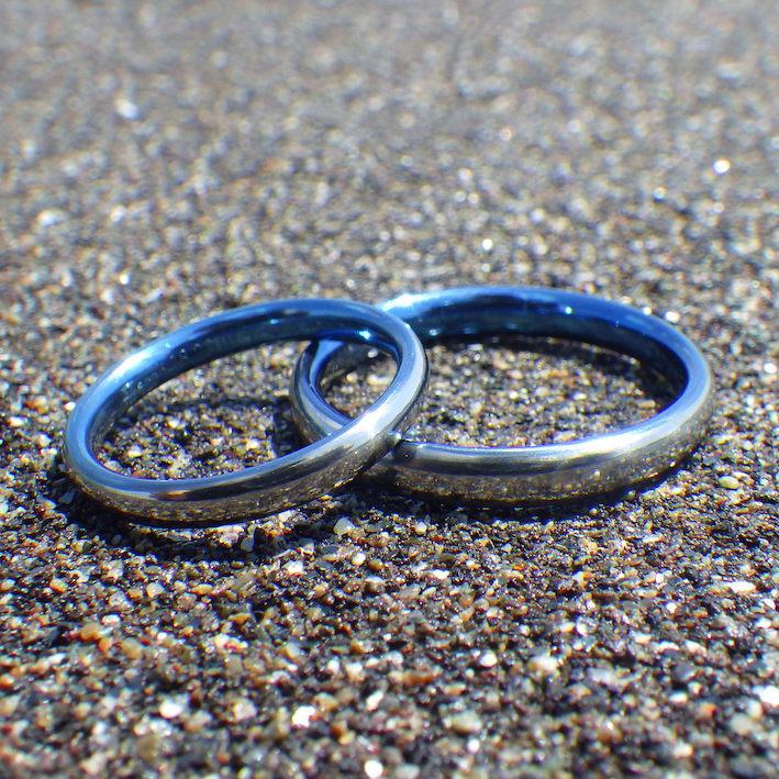 アトピーでも着けられる鮮やかなブルー!ハフニウムの結婚指輪 Hafnium Rings