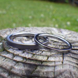 かっこいい!細身でシャープなタンタルの結婚指輪 Tantalum Rings