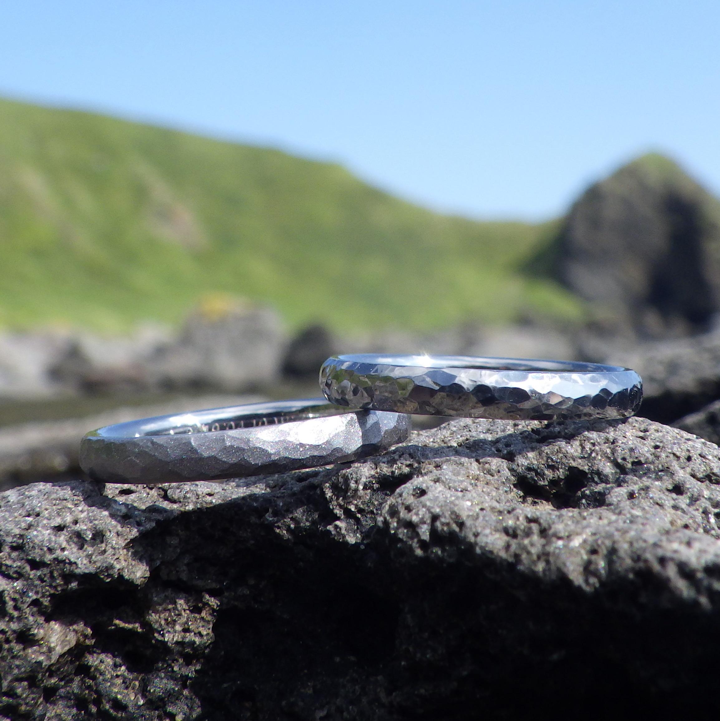 仕上げの違いによって見せるタンタルの様々な表情・タンタルの結婚指輪 Tantalum Rings