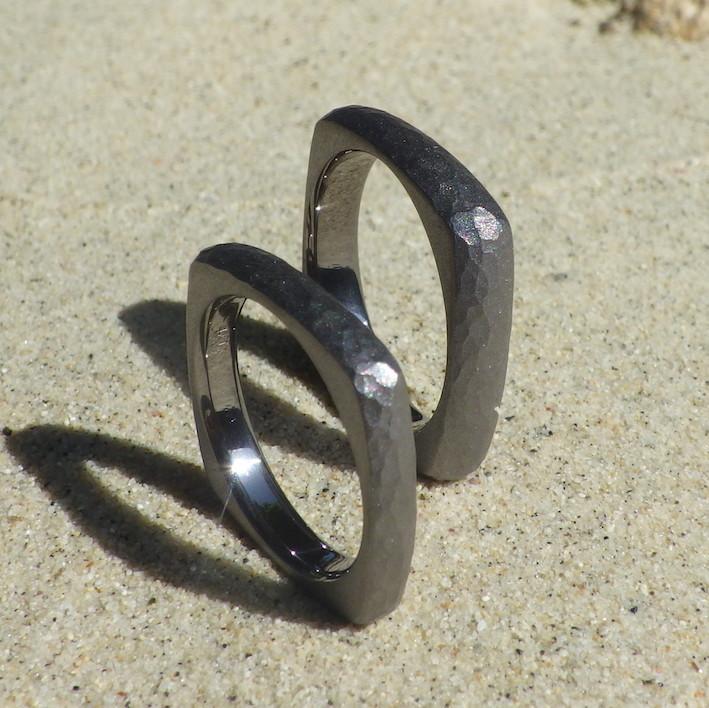 個性的な四角形の指輪・タンタルのオーダーメイドリング