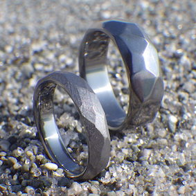 多面体のデザイン・タンタルの結婚指輪