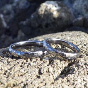 気難しい素材であるタンタルの声を聴く・タンタルの結婚指輪 Tantalum Rings