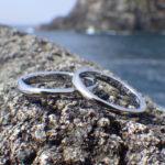ねじりの曲線が美しいメビウスの輪のデザイン・ハフニウムの結婚指輪
