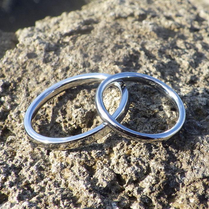 通販でも丁寧なオーダーメイド・ハフニウムの結婚指輪 Hafnium Rings