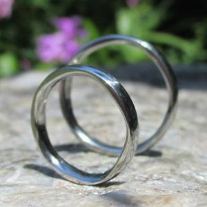 リング内側に五角形の美しい彫刻・ハフニウムの結婚指輪