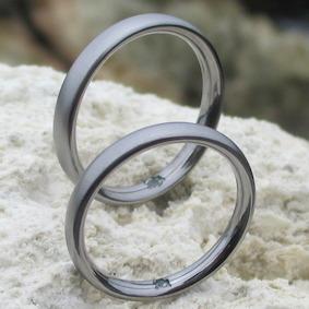 アレキサンドライトを石留めしたタンタルの指輪