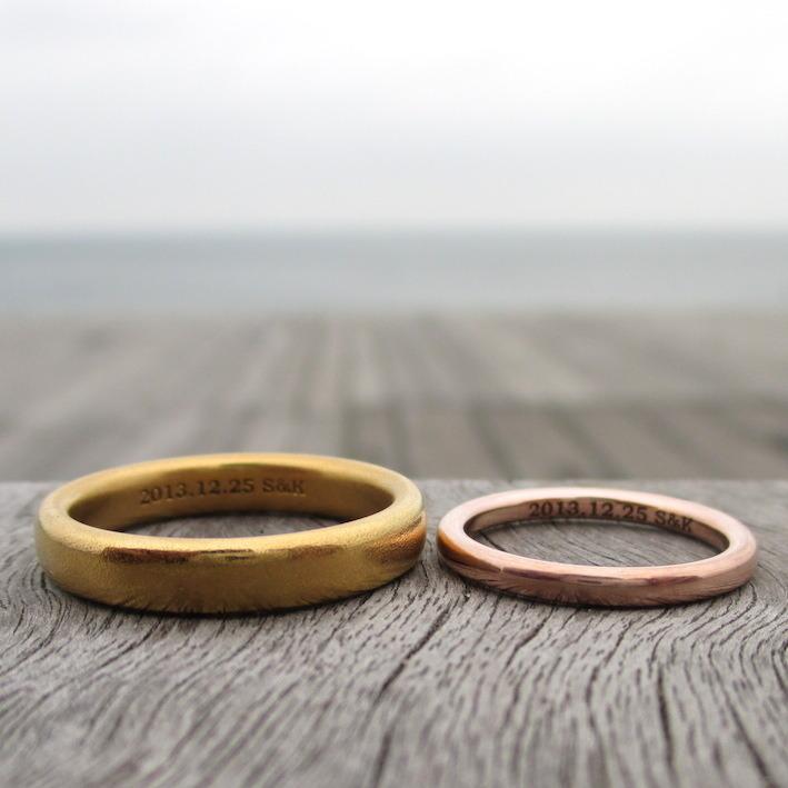鍛造で制作した22金イエローゴールドと14金ピンクゴールドの結婚指輪 22KYG & 14KPG Rings