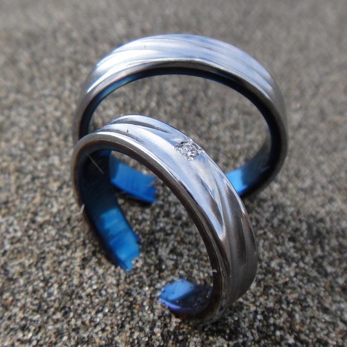 波の彫刻のバナジウムの指輪