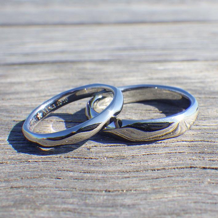 8回ネジリの滑らかな着け心地・ハフニウムの結婚指輪