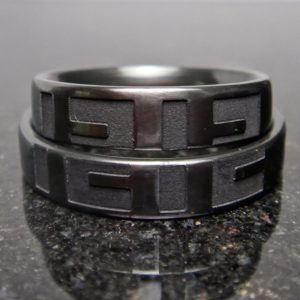 2つ揃って完成するデザイン・ジルコニウムの指輪 Zirconium Rings