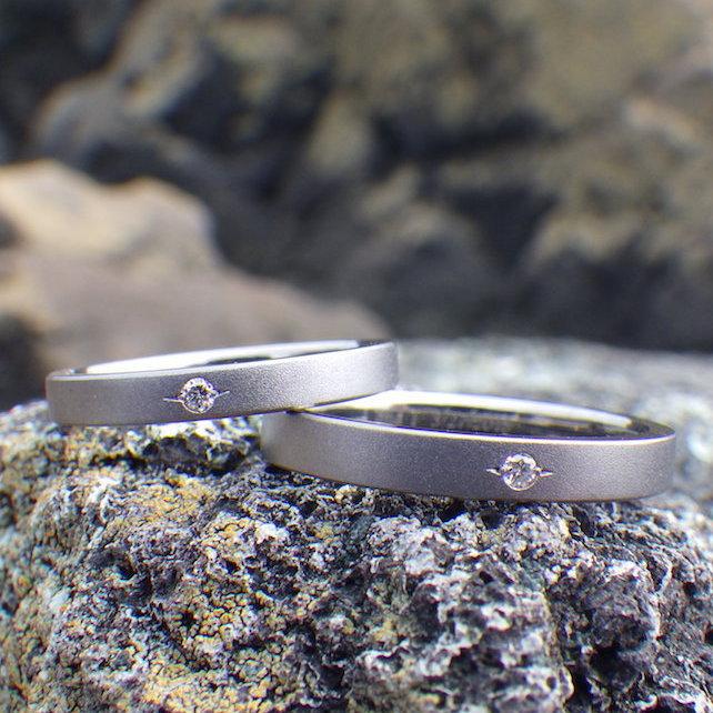 【金属アレルギー対応】ダイヤモンドを彫り留めしたタンタルの指輪