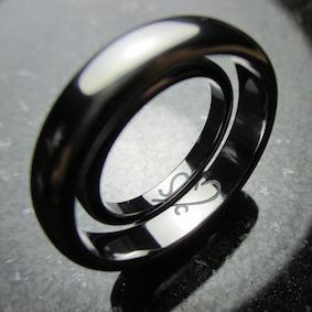 合わせ図柄のタンタルの結婚指輪