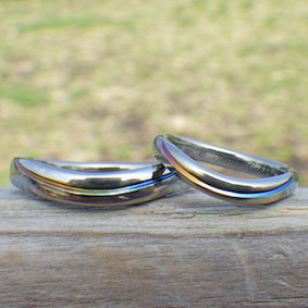ウェーブのデザインのジルコニウムの指輪
