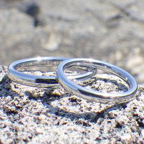 究極の着け心地のイリジウムの指輪