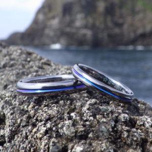 おふたりの冒険心が込められたタンタルのビビッドブルーの発色 Tantalum Rings