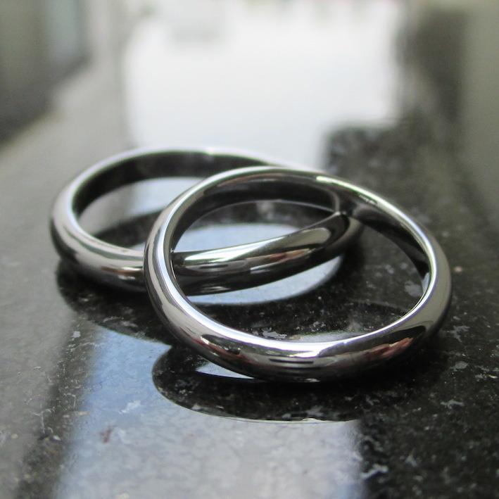 柔らかい曲線が美しい!タンタルのペアリング Tantalum Rings
