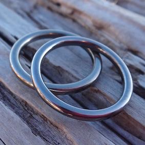セミオーダーのハフニウムの結婚指輪