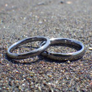 作り手に注文できる本物のオーダーメイド・タンタルの結婚指輪 Tantalum Rings