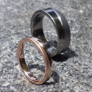 色鮮やかなピンクゴールドと渋いタンタルの対比のマリッジリング Tantalum & PinkGold Rings