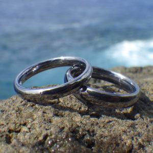 プラチナにかぶれてしまう過敏な方におすすめのタンタル素材の結婚指輪 Tantalum Rings