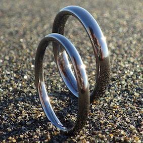 金属アレルギーフリー、メンテナンスフリー、ストレスフリーのタンタルの指輪