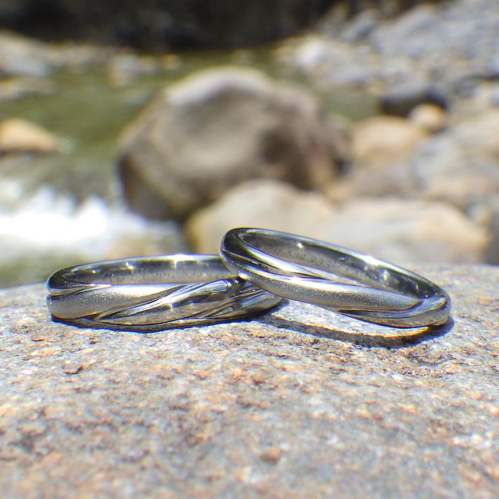 縄の捻りをモチーフにしたデザイン・ハフニウムの結婚指輪 Hafnium Rings