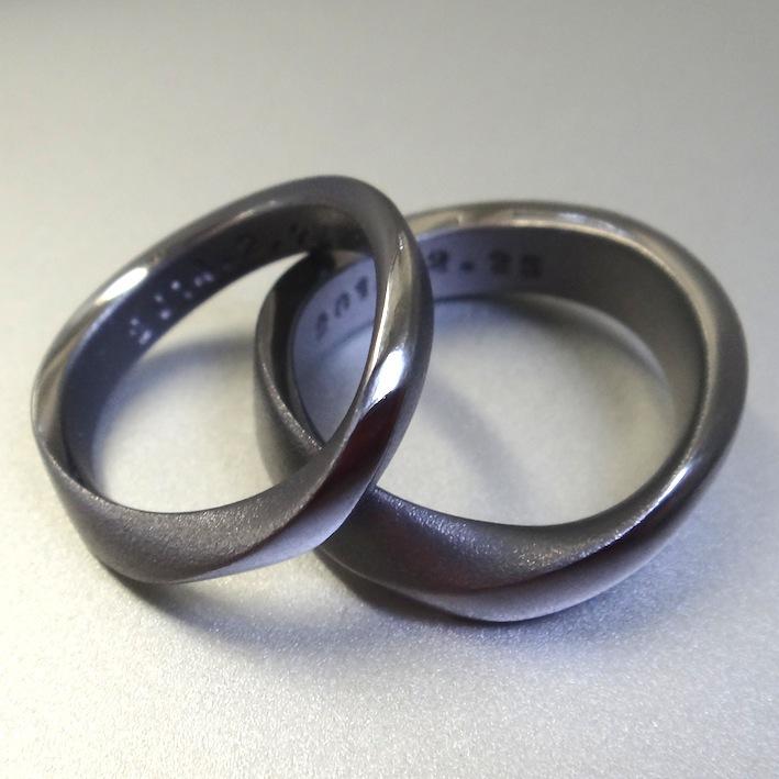 新作!タンタルのメビウスのリング Tantalum Rings