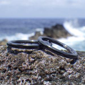 真っ黒に発色させたジルコニウムの結婚指輪 Zirconium Rings