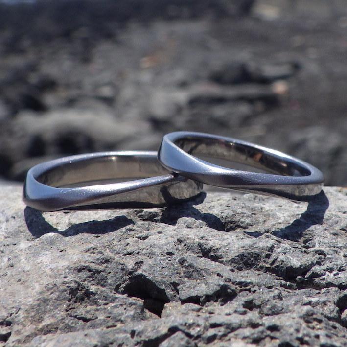 着け心地の良いメビウスの輪のデザイン・タンタルの結婚指輪 Tantalum Rings