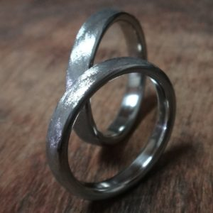 相似形のハフニウムの結婚指輪 Hafnium rings