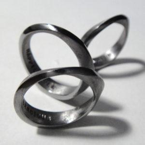 タンタルのメビウスの輪 Mebius Rings