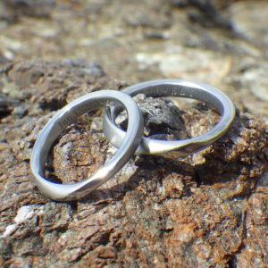 メールオーダーでもぴったりフィット!ハフニウムの結婚指輪 Hafnium Rings