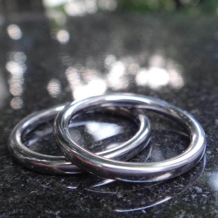 機能性と美しさを追求したタンタルの結婚指輪 Tantalum Rings