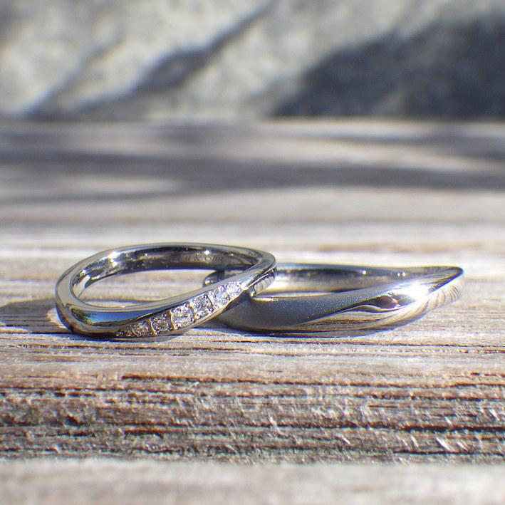 自分達が考えたデザインをアレルギーフリーな素材で再現!ハフニウムにダイヤモンドが輝く結婚指輪