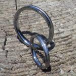 シャープなセンターラインのデザイン・タンタルの結婚指輪 Tantalum Rings