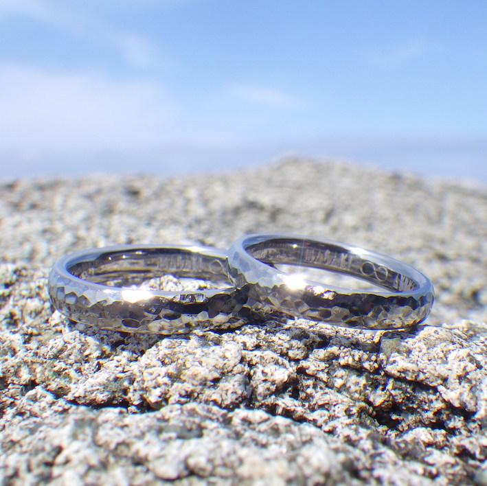 鎚目仕上げのハフニウムの美しさ!ハフニウムの結婚指輪 Tantalum Rings