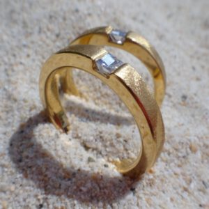 後世に残したい ディアナサンダイヤモンドのペアリング Diana Sun Diamond Rings
