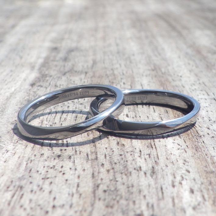 指の形にフィットするメビウスの輪のデザイン・タンタルの結婚指輪 Tantalum Rings