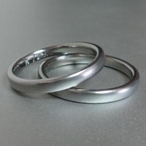 シンプルで美しいハフニウムの結婚指輪 Hafnium Rings