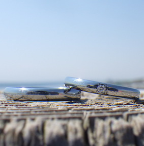 【金属アレルギー対応】ダイヤモンドが一点輝くハフニウムの結婚指輪