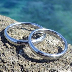 金属アレルギーにならないハフニウムの結婚指輪